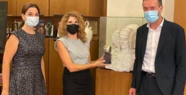 L'alcalde d'Elx felicita Asun Noales per l'èxit obtingut en l'edició XXIV dels Premis Max